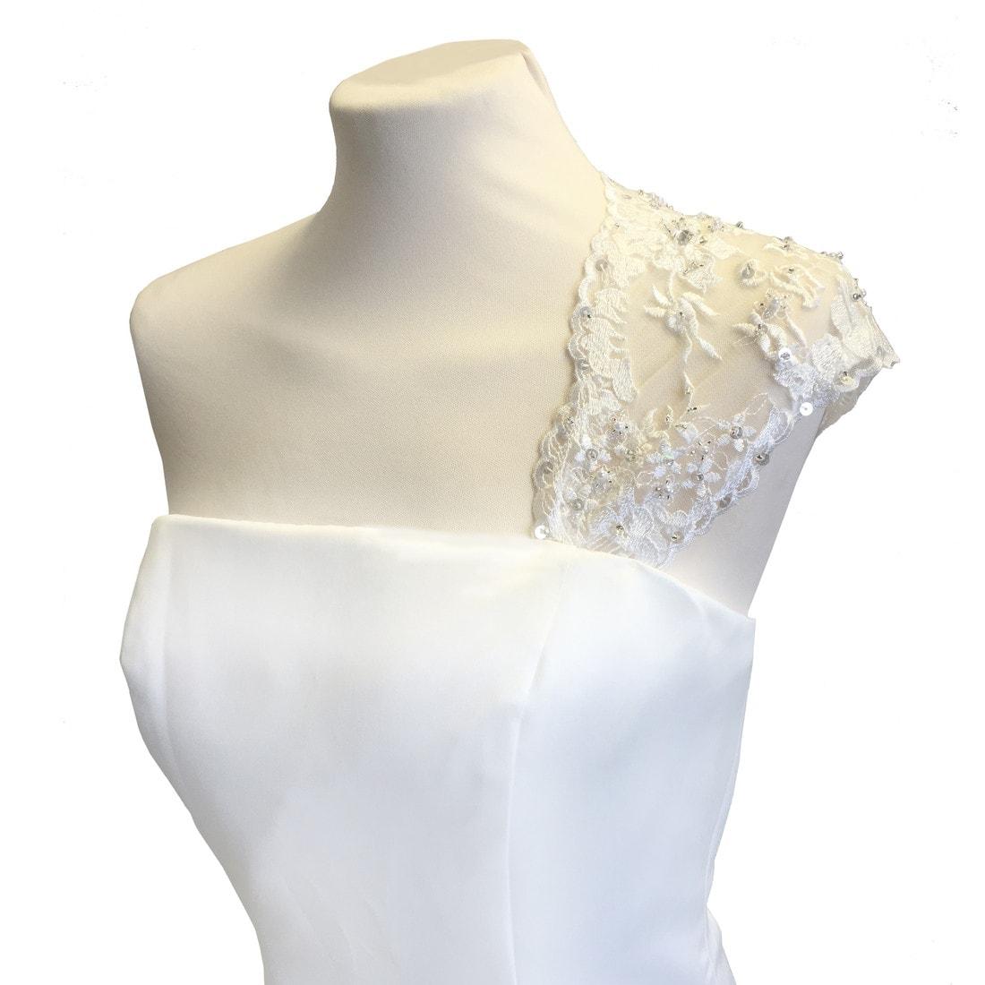 ej900-lace-bridal-sleeve-with-keyhole-back-72px