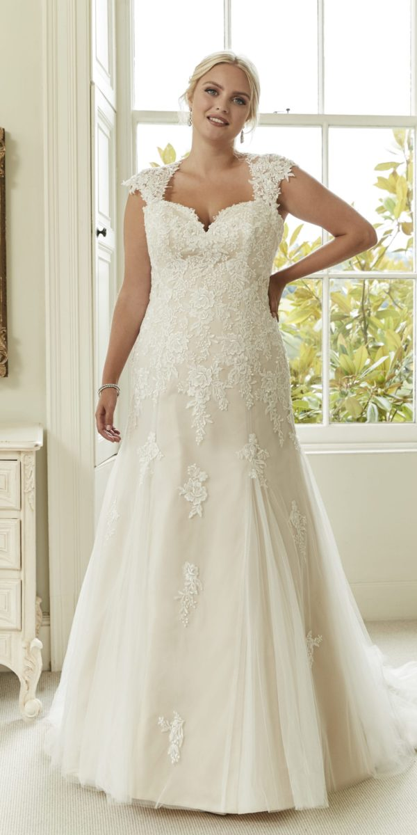 dresses for weddings plus size